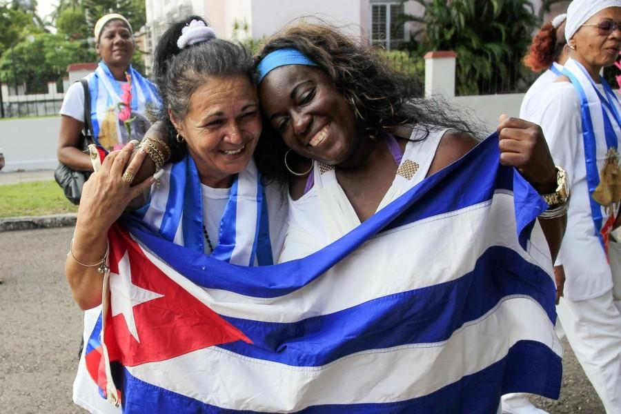 The released dissidents participate in a march in Havana, Cuba. (source: Wall Street Journal)